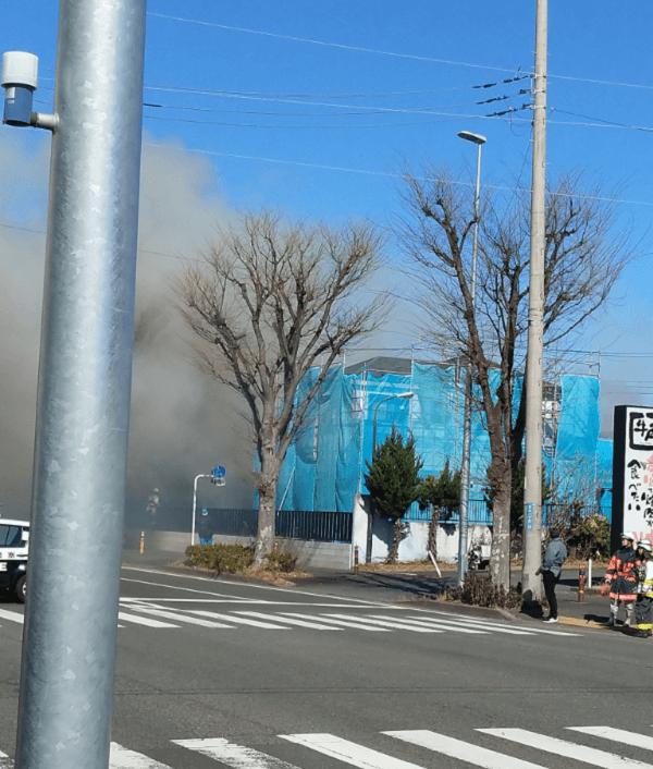 藤沢市石川で大規模な火事が起きている現場の画像