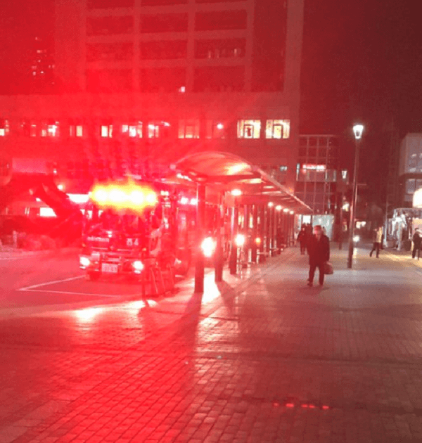 西宮駅の人身事故で緊急車両が到着している画像