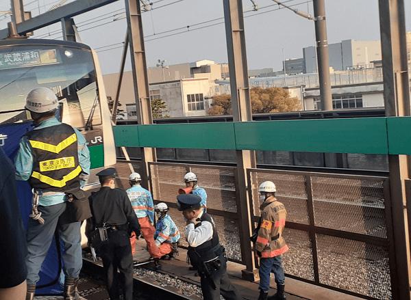 浮間舟渡駅の人身事故で救護活動している現場の画像
