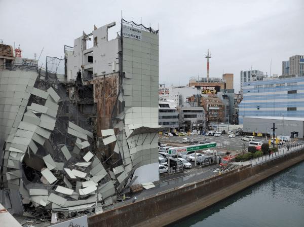 横浜市西区南幸の工事現場の倒壊事故現場の画像