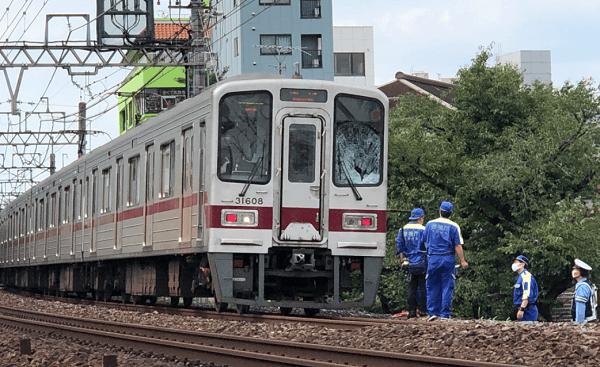 下赤塚駅の飛び込み自殺の人身事故でフロントガラスが破損している画像