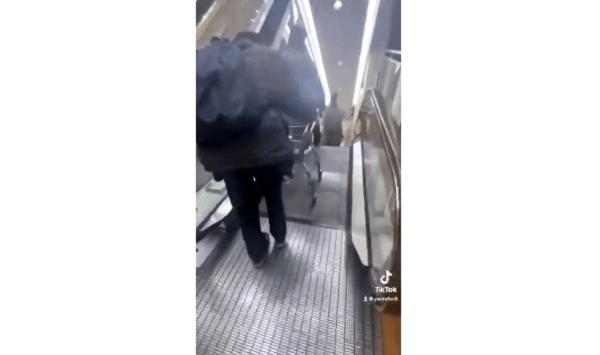 イオンのエスカレーターからカート落とす危険行為の動画のキャプチャ画像