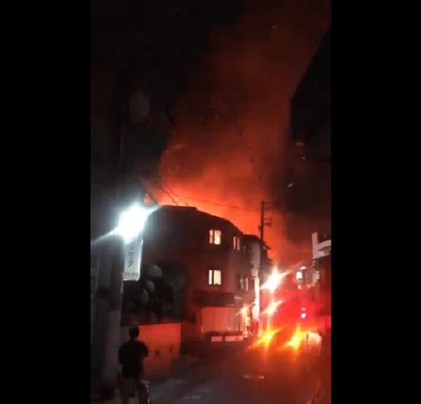 寺田町で大きな火事が起きている動画のキャプチャ画像