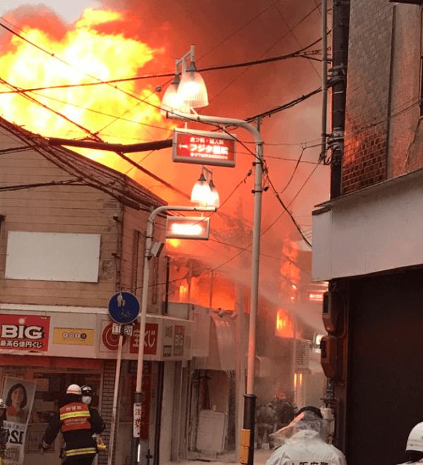 総持寺本通商店街で火事の画像